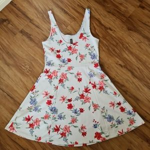 H&M Divided Size 10 White Floral Maxi Boho Dress   Stretchy Floral Summer Dress